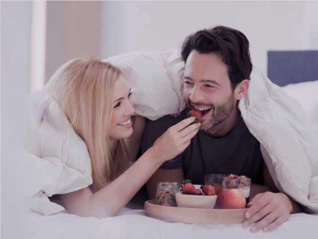 Couple eating foods in bed for premature ejaculation
